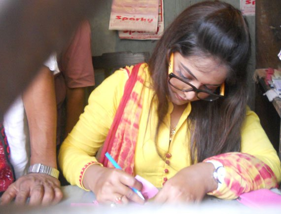 Anjana Singh Become Cinema Hall's Booking Clerk for a Day