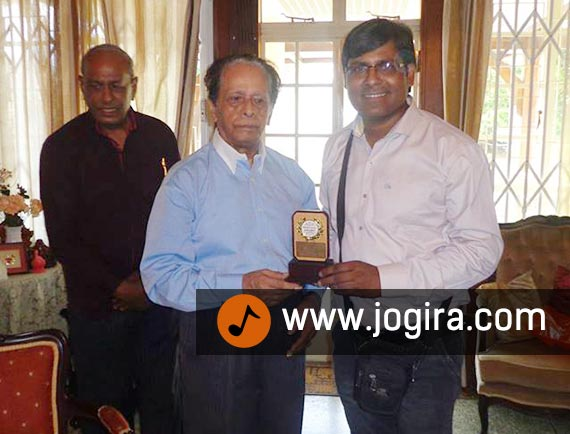 Manoj Bhawuk Awarded by Sir Anerood Jugnauth, the former Prime Minister and President of the Republic of Mauritius.
