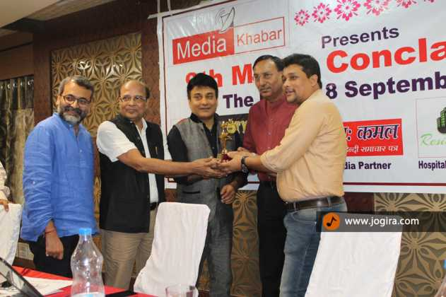 chandan kumar singh receiving award at media conclave