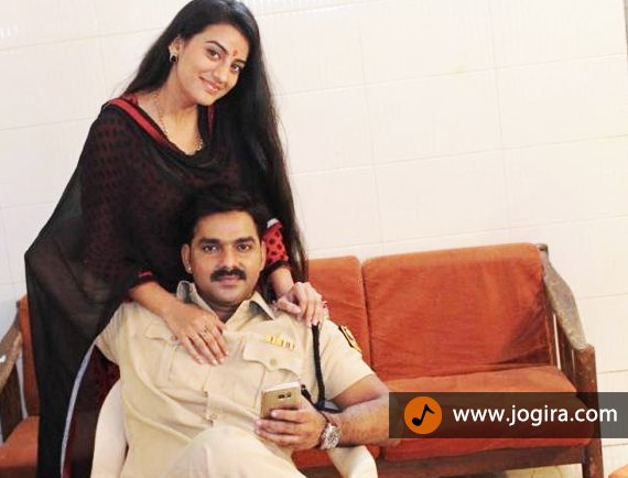 akshara singh and pawan singh in bhojpuri film tridev